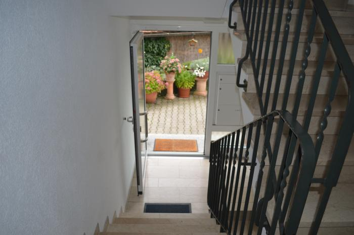 ferienwohnung-friedrichshafen-wohnzimmer-und-eingang (2)