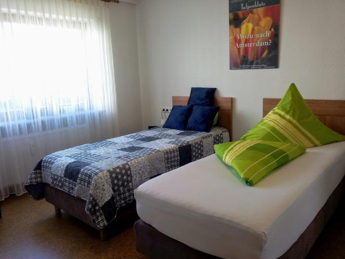 fewo-deutschle-schlafzimmer-nordost (12)