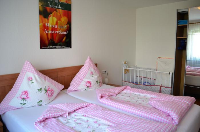 fewo-deutschle-schlafzimmer-nordost (4)
