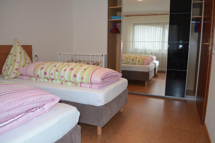 fewo-deutschle-schlafzimmer-nordost (7)