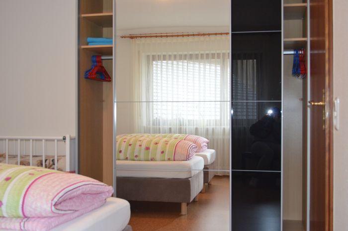 fewo-deutschle-schlafzimmer-nordost (8)