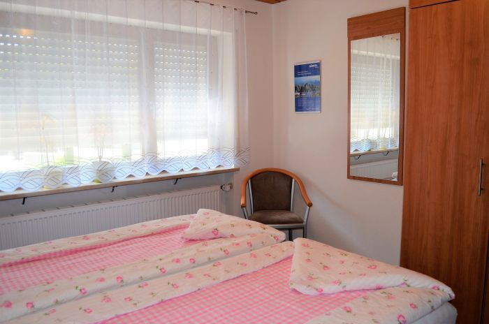 fewo-deutschle-schlafzimmer-suedwest (1)